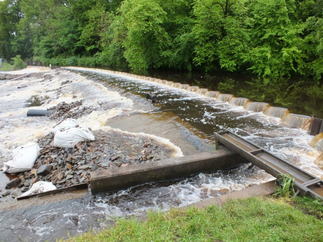 The coffer dam at the top of the site was overtopped by the spate. Fish were seem showing in the pool upstream.