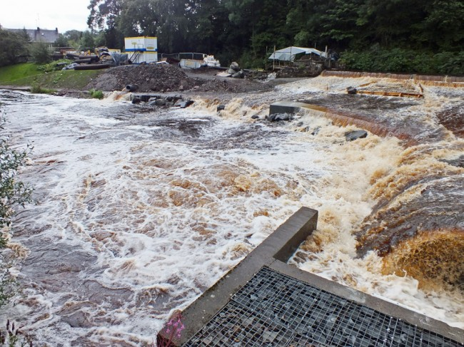 The entrance to the fish pass was just a maelstrom of turbulence and I doubt if migrating fish will find the fish pass easily in such flows.