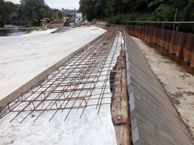 The reinforcement placed at the crest of the weir prior to concreting and capping.