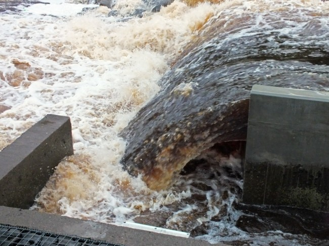 The entrance to the fish pass at 6.20pm. The velocity of water flowing over the dam and espilling back into the river at the entrance to the fish pass will prevent salmon easily finding the ladder.